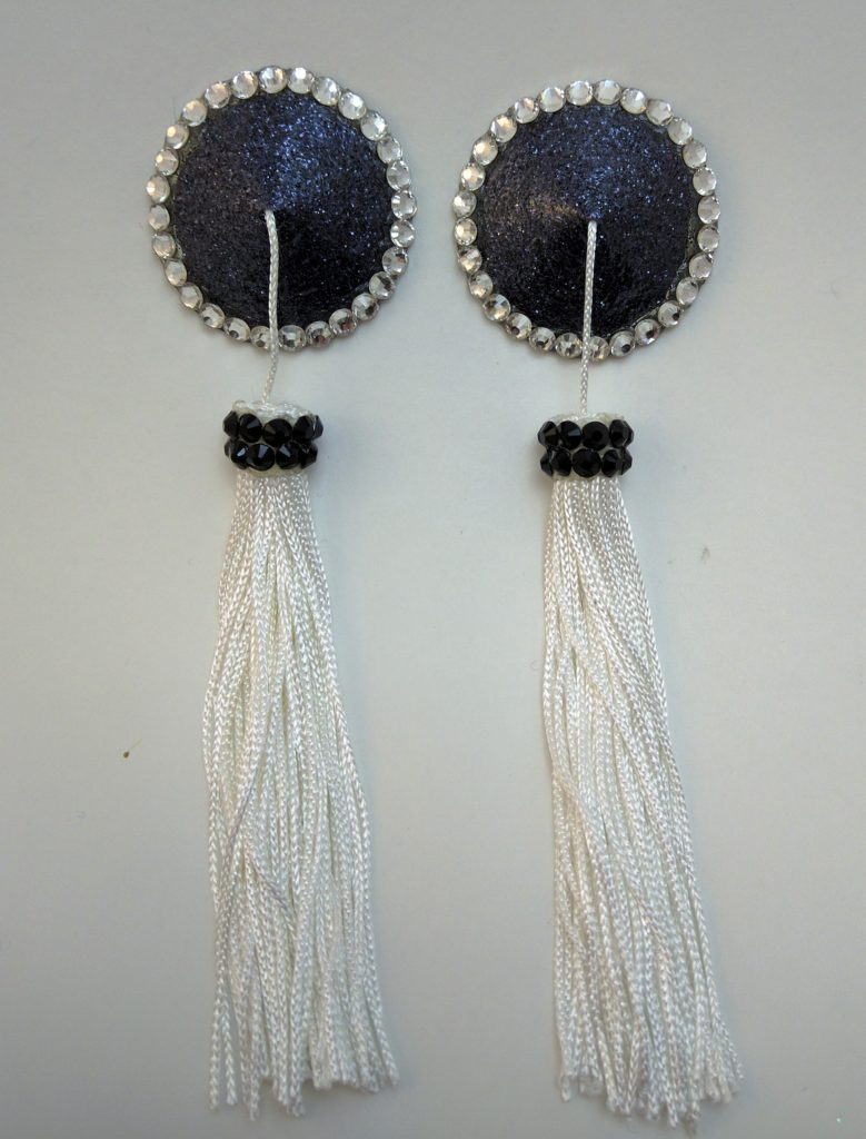 Tassel black white